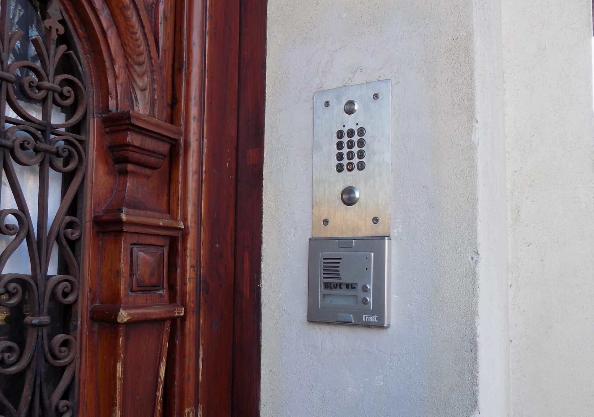 Kamienica ul. Dietla 85, Kraków – domofon, kontrola dostępu